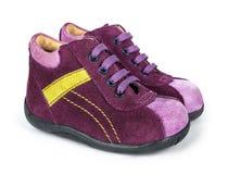Purpurowi zamszowy dziecka buty z koronkami Obrazy Stock