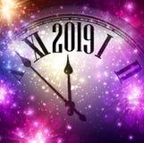 Purpurowy błyszczący 2019 nowy rok tło z zegarem i światłami ilustracja wektor