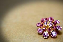 Purpurowy broszka klejnot Fotografia Stock