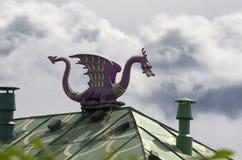 Purpurowy smok na tle dramatyczny niebo Zdjęcia Stock