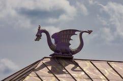 Purpurowy smok na tle dramatyczny niebo Zdjęcie Stock