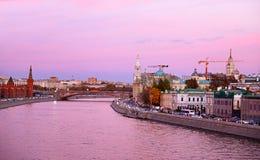Purpurowy zmierzch na Moskva rzece, Rosja Zdjęcie Royalty Free