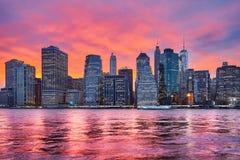 Purpurowy zmierzch nad Manhattan, Miasto Nowy Jork, usa fotografia royalty free
