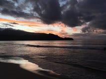 Purpurowy zmierzch w Hanalei zatoce na Kauai wyspie w Hawaje Obraz Stock