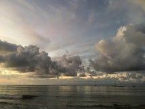 Purpurowy zmierzch w Hanalei zatoce na Kauai wyspie w Hawaje Zdjęcia Royalty Free