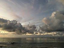 Purpurowy zmierzch w Hanalei zatoce na Kauai wyspie w Hawaje Zdjęcie Stock