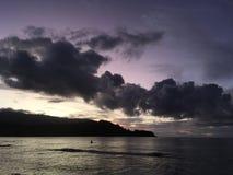 Purpurowy zmierzch w Hanalei zatoce na Kauai wyspie w Hawaje Fotografia Royalty Free