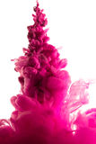 Purpurrote Färbung im Wasser Stockfoto