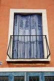 Purpurrote Fensterläden Stockbild