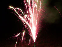 Purpurrote Feuerwerke Lizenzfreies Stockfoto