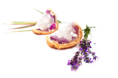 Purpurrote handgemachte Seife mit Lavendel Stockfotografie