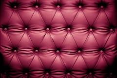 Purpurrote lederne Luxusbeschaffenheit mit geknöpftem Muster Lizenzfreie Stockfotos