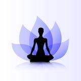 Purpurrote Lotosfrau des Yoga Stockfotografie