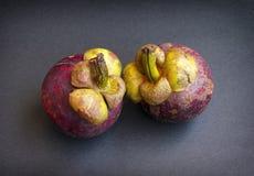 Purpurrote Mangostanfrüchte Stockfoto