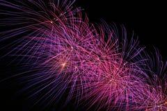 Purpurrote Neigung, Feuerwerk. Stockfotografie