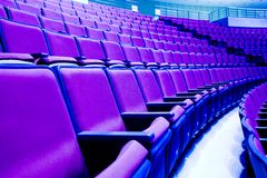 Purpurrote Stühle Lizenzfreies Stockfoto