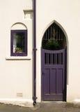 Purpurrote Tür stockfotografie