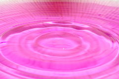 Purpurrote Wasserabstraktion Lizenzfreie Stockbilder