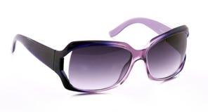 Purpurrote weibliche Sonnenbrillen Stockbilder