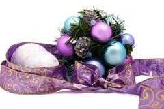 Purpurrote Weihnachtsdekoration Lizenzfreie Stockfotografie