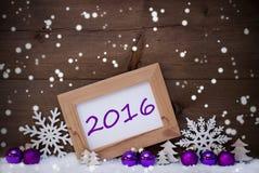 Purpurrote Weihnachtsdekoration, Schnee, 2016, Schneeflocken Lizenzfreie Stockbilder