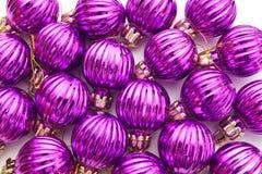 Purpurrote Weihnachtskugeln Stockfotos