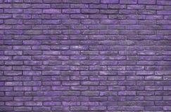 Purpurroter Backsteinmauerhintergrund, Tapete Purpurrote Ziegelsteine Muster, Beschaffenheit stockfotografie