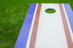Purpurroter Cornhole Bean Bag Toss Game Lizenzfreies Stockfoto