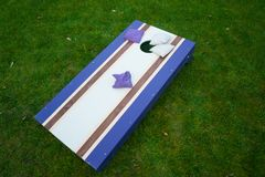 Purpurroter Cornhole Bean Bag Toss Game Stockfoto