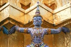 Purpurroter Drache. Fragment von König Palace in Bangkok Stockfoto