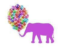 Purpurroter Elefant, der bunte Ballone mit seinem Stamm hält Lizenzfreies Stockfoto