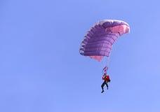 Purpurroter Fallschirm Lizenzfreie Stockfotografie
