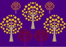 Purpurroter Hintergrund mit abstrakten Herbstbäumen Stockfoto