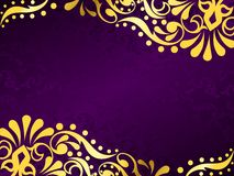 Purpurroter Hintergrund mit dem Gold mit Filigran geschmückt, horizontal Lizenzfreie Stockfotografie
