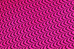 Purpurroter Hintergrund mit schwarzem Wellenmuster Lizenzfreie Stockbilder