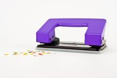 Purpurroter Papierpuncher- oder Papierbohrer Lizenzfreies Stockbild