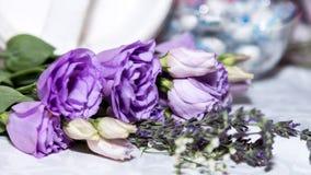 Purpurroter Rosen-Blumenstrauß Lizenzfreies Stockbild
