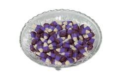 Purpurroter Süßigkeitmais in einem Glasteller. Stockfoto