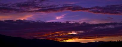 Purpurroter Sonnenaufgang Stockfoto