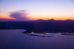Purpurroter Sonnenuntergang in Palma de Mallorca Port stockfoto