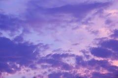 purpurroter Sonnenunterganghimmel Stockbild