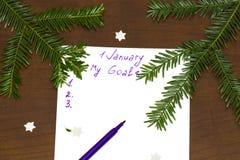 Purpurroter Stift und Notizblock für das Schreiben von Beschlüsse und von Zielen für stockfoto