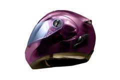 Purpurroter Sturzhelm verwendete Radfahrer, um den Kopf im sicheren Fahren zu schützen Stockbilder