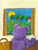 Purpurroter Teddybär, der Abflussrinne das Fenster schaut Stockbilder