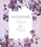 Purpurroter Vektor Karte der Hochzeits-Einladung Frühlingsblumenhintergründe Ultraviolette Farben lizenzfreie abbildung