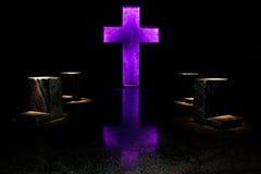 Purpurrotes Kreuz stockfoto