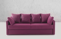 Purpurrotes Sofa oder Couch Lizenzfreie Stockfotografie