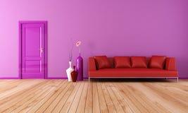 Purpurrotes und rotes Wohnzimmer Stockbilder