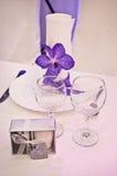purpurt gifta sig för tabeller Arkivfoton