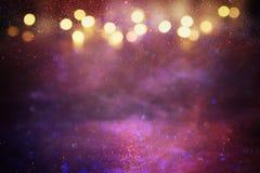 Purpury, czerwień, menchie, złoto i czarny błyskotliwość świateł tło, defocused obrazy royalty free